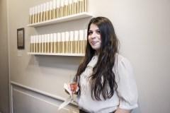 Designer Pia Bindra i udstillingen.