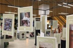 Udstillingen 'De døde i vores liv' vist på Odense Hovedbibliotek.