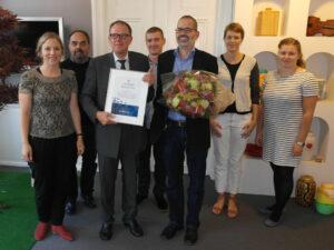 Kristeligt Dagblad med nyhedschef og medlem af redaktionsledelsen for Kristeligt Dagblad, Jeppe Duvaa, i spidsen modtager Liv&Død Prisen 2014.