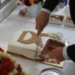 Prisoverrækkelsen blev efterfulgt af et lettere traktement - bl.a. en Liv&Død kage.