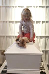 Trille Skjelborg går tæt på i udstillingen Memento Mori, husk du skal dø.