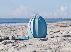 Beyond-urnen er inspireret af den smukke plante Japansk lygte, hvis bær er omsluttet af en papirtynd lanterne.